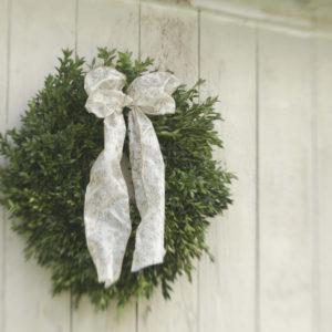 "18"" fresh boxwood wreath"